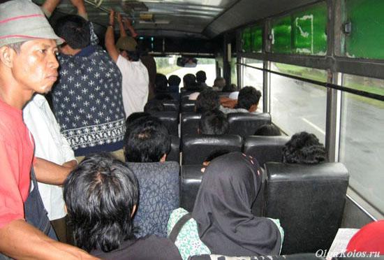 Обычный индонезийский автобус в другой раз на Яве