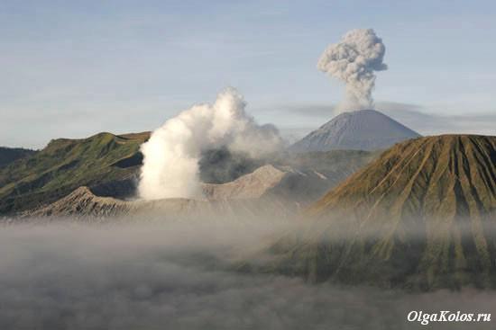 Вулканы Бромо и Семеру