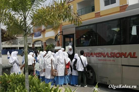 Малайские школьницы