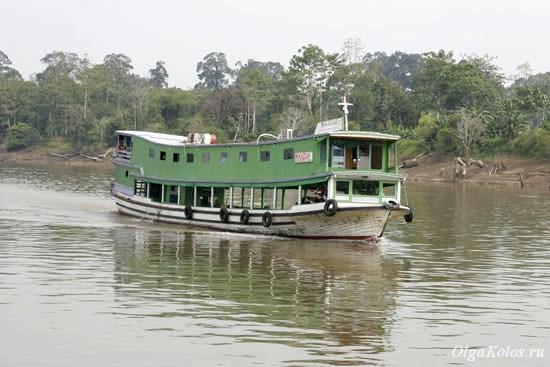 Паром на реке Махакам