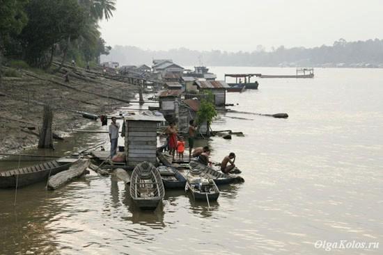 Прибрежная деревня на реке Махакам