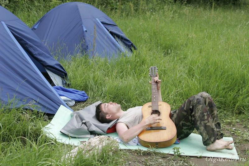Палатки и гитара