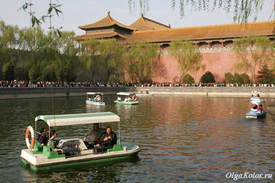 Озеро перед стеной Запретного города