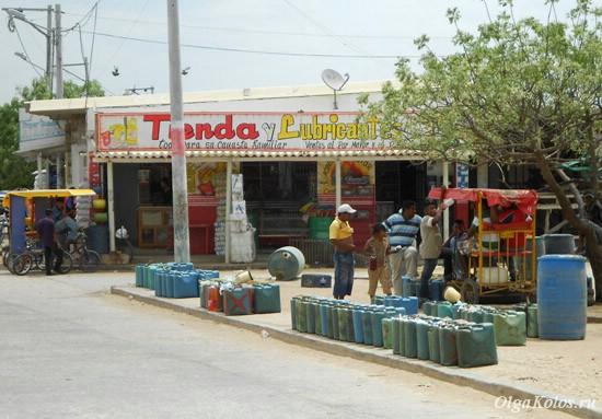 Торговля венесуэльским бензином в колумбийской Гуахире