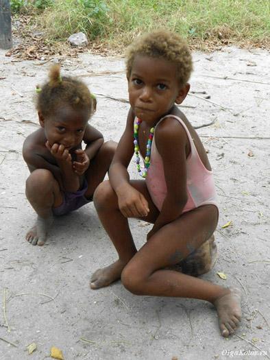 Детишки на острове архипелага Сан Бернардо, Карибы