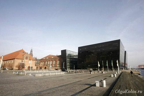 Старое и новое здания Королевской библиотеки