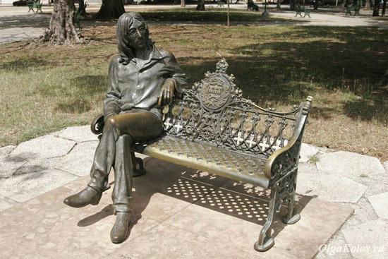 Памятник Джону Леннону