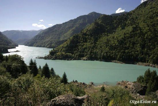 Озеро по пути в Местию