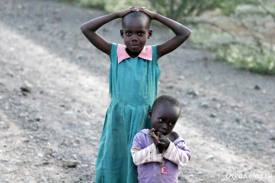 Кенийские детки рядом с озером Богория