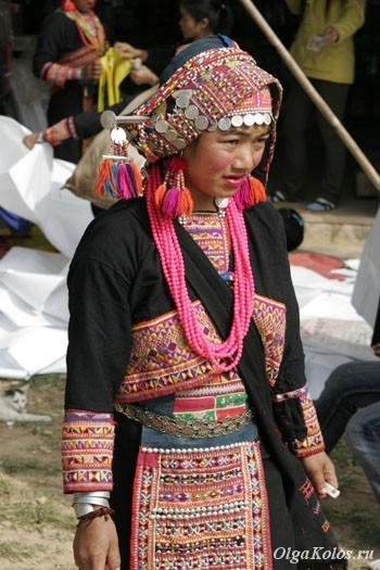Девушка из народа акха